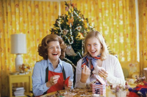 1975.Betty__Ford__and__Susan__Ford__looking__at__ornaments__with__tre.jpg