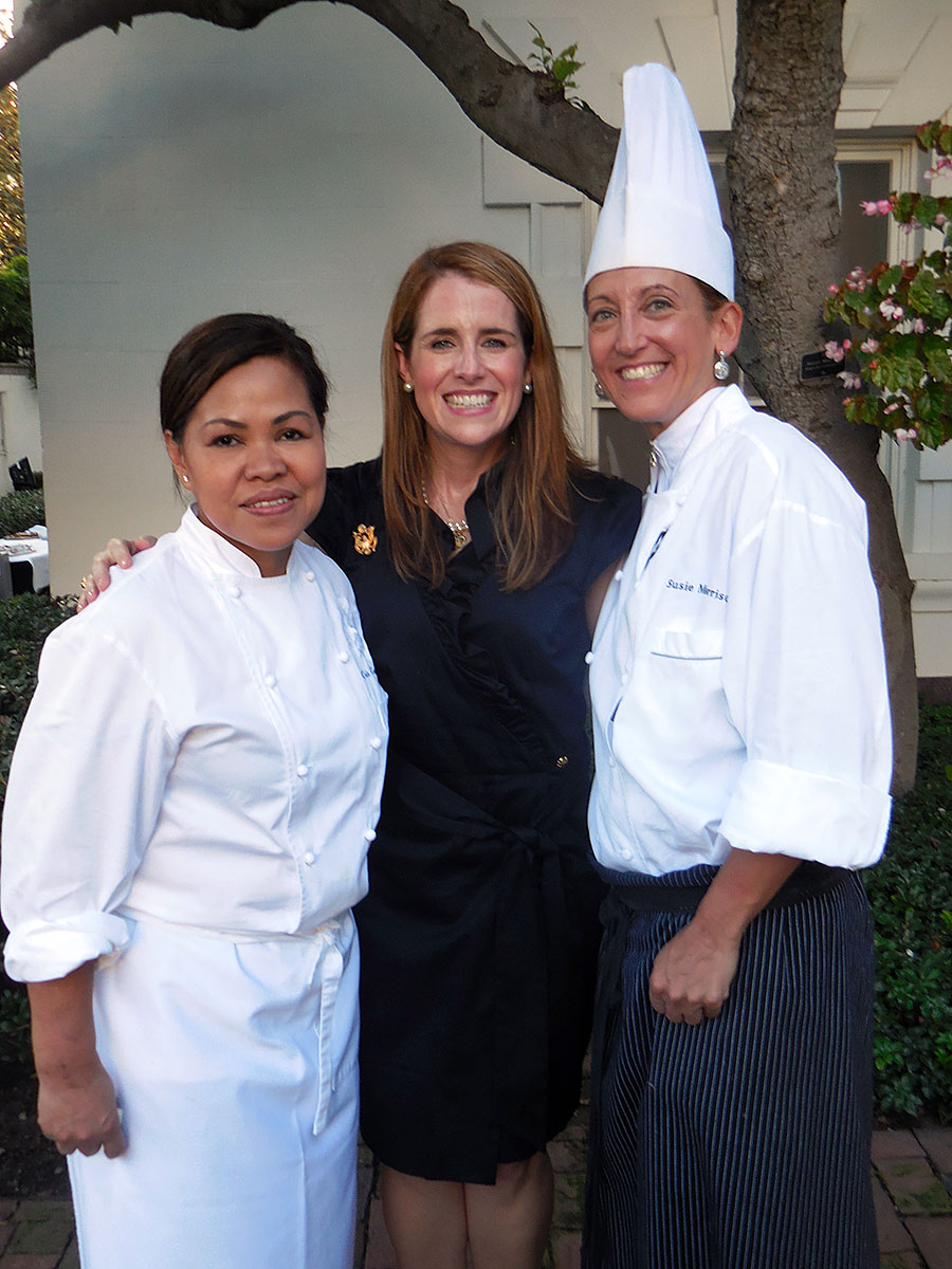 Jennifer and White House Executive Chef Cristeta Comerford and White House Exectuive Pastry Chef Susie Morrison