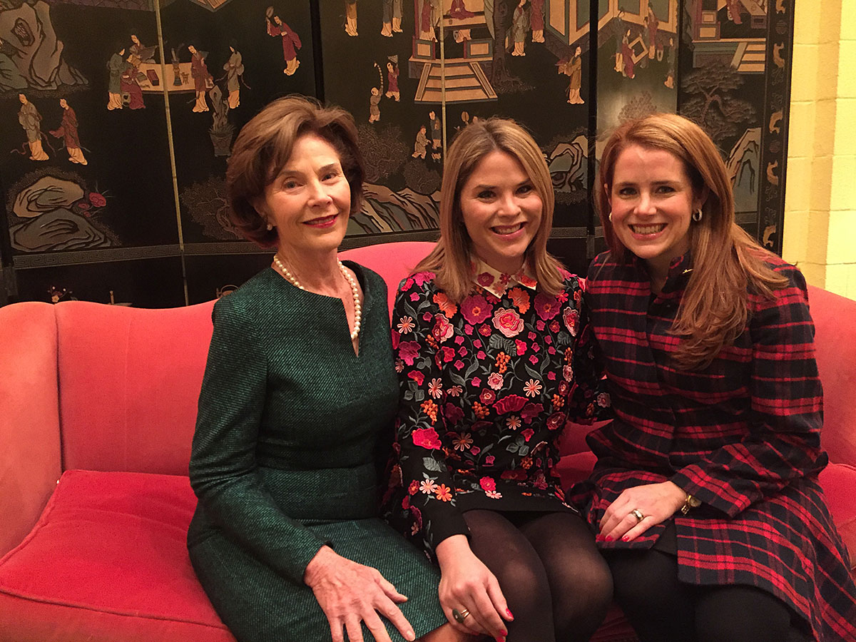 Jennifer with First Lady Laura Bush and daughter Jenna